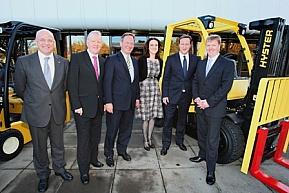 Brytyjski premier David Cameron odwiedza fabrykę NMHG