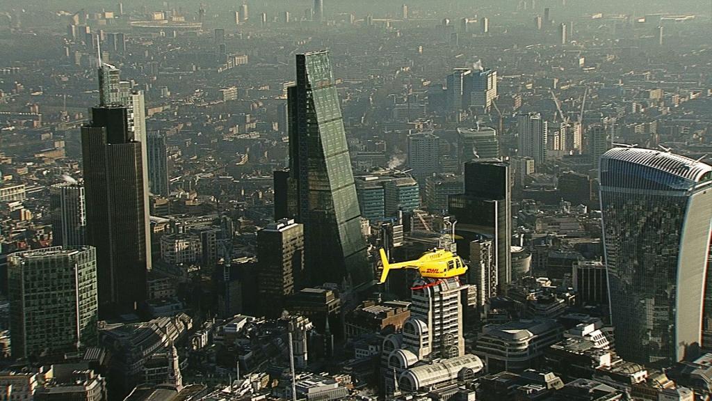 DHL - pierwsza kurierska dostawa helikopterem w Londynie