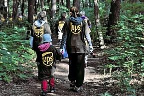 Doroczny globalny miesiąc wolontariatu w UPS poświęcony społecznościom lokalnym i zrównoważonemu rozwojowi