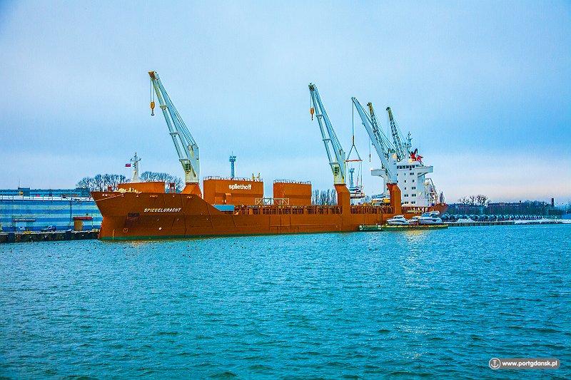 Rozwija się sieć regularnych połączeń żeglugowych