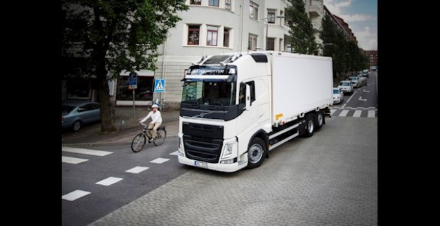 "Raport ""2017 Volvo Trucks Safety Report"""