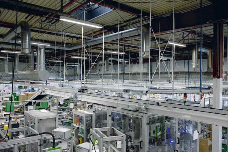 Modernizacja oświetlenia w przemyśle – kiedy warto?