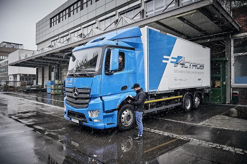 Ciężarówkę eActros przetestuje Dachser