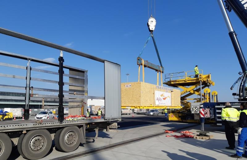 Ponad 20. tonowy ponadgabarytowy transport