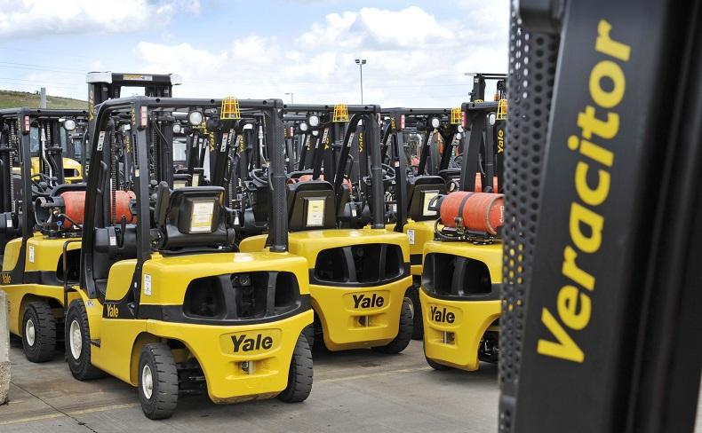 Nowoczesna flota wynajmu wózków Yale
