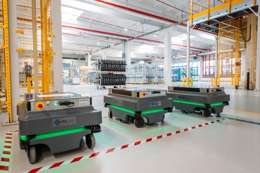 Flota robotów usprawnia logistykę