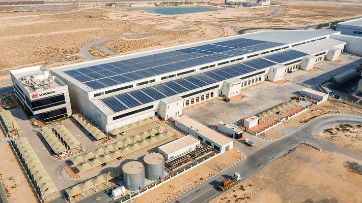 Centrum logistyczne ze słonecznym zasilaniem