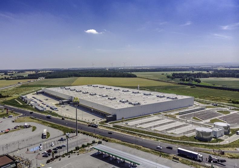 Invesco sprzedaje dwa centra dystrybucyjne