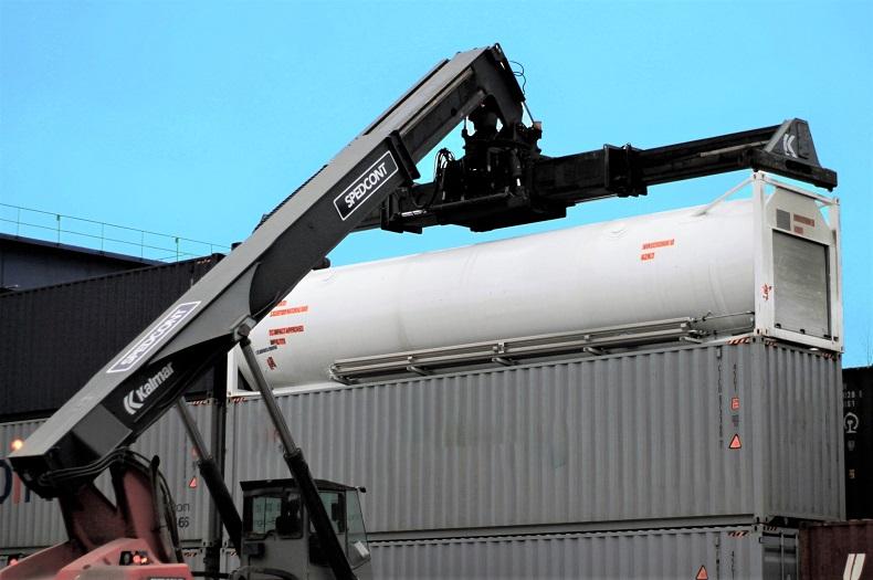 Kolejowy transport tank-kontenera