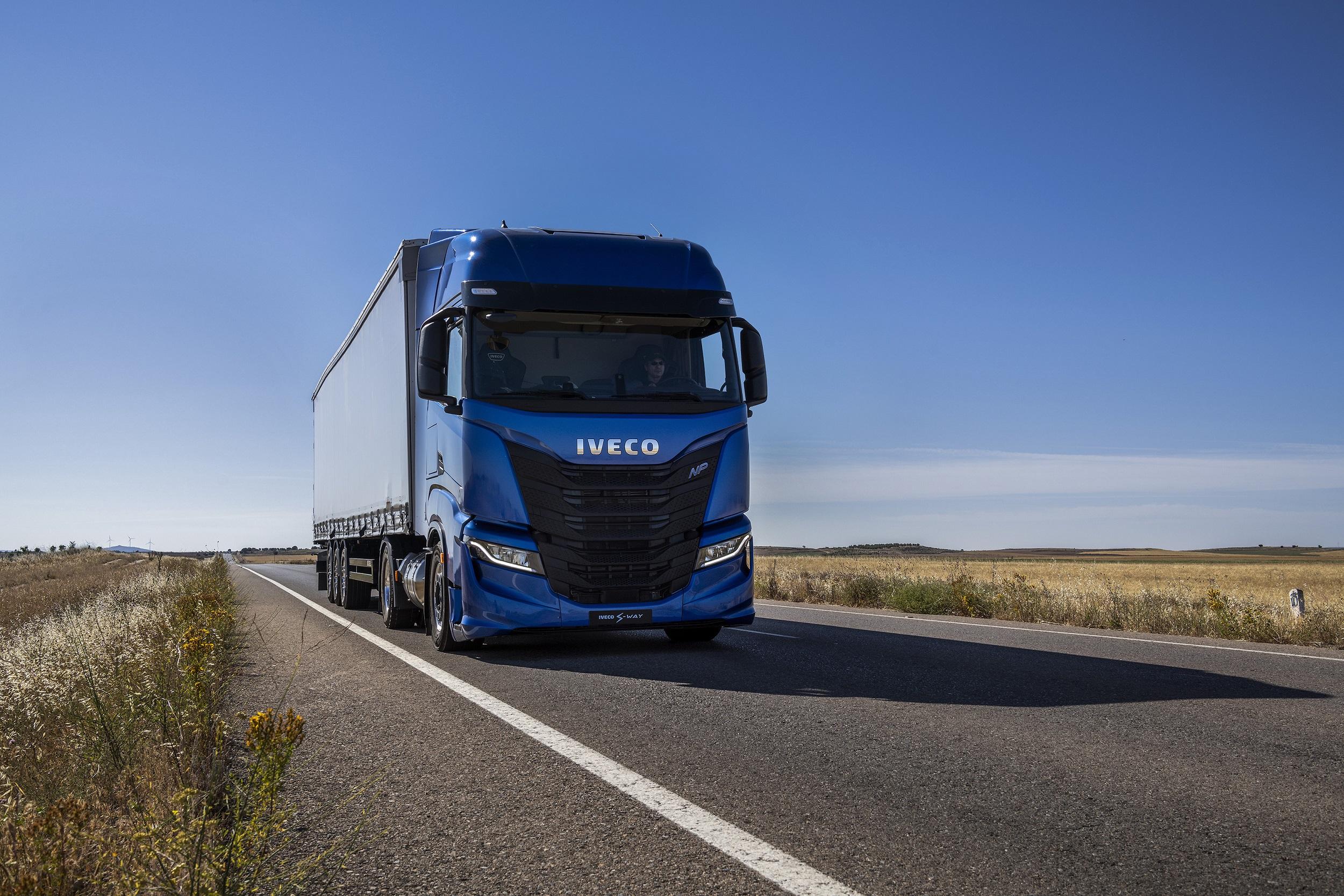 """IVECO S WAY NP 460 zdobywa tytuł """"Zrównoważonej Ciężarówki Roku 2021"""""""