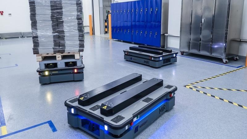 Droga produktu w inteligentnej fabryce – jak pracują autonomiczne roboty mobilne