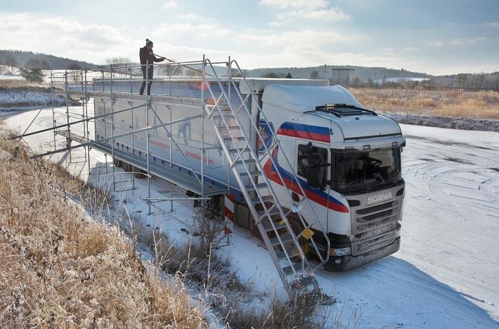Bezpieczne odśnieżanie TIR-ów na polskich drogach