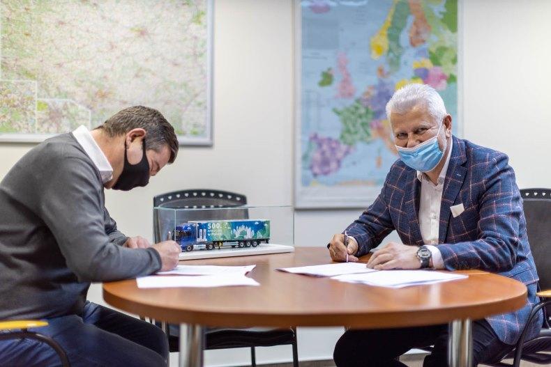 IVECO przekazuje 500. egzemplarz ekologicznego ciągnika siodłowego
