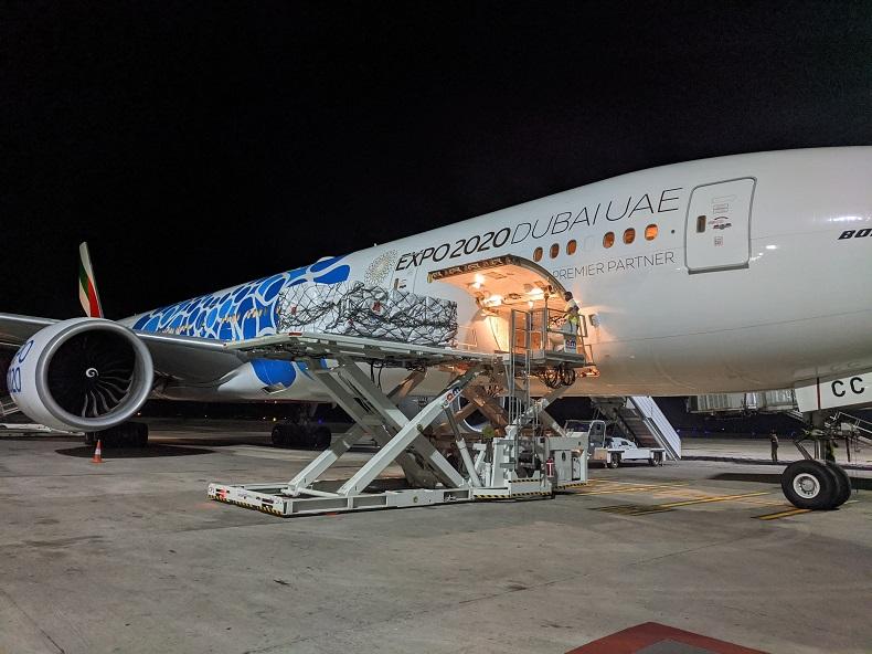 Lot pasażerski frachtowiec transportujący farmaceutyki z Hajdarabadu
