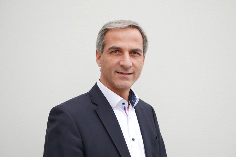Jörg Spiekermann, kierownik działu sprzedaży linii paletyzująco-pakujących