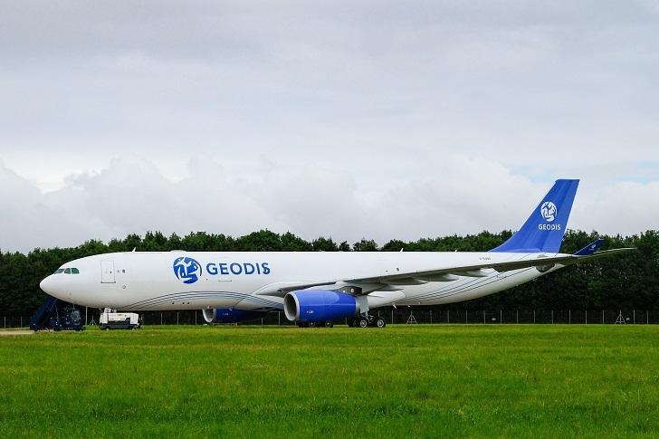 Pierwszy samolot GEODIS