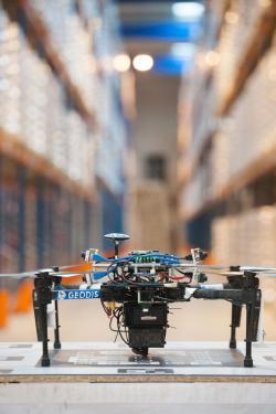 Drony w magazynie
