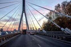 UPS przyspiesza w Polsce