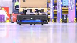 Roboty transportowe zintegrowane z logistyką magazynową