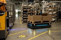 Autonomiczny robot mobilny MiR500 obniża koszty transportu